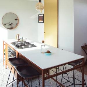 Keuken in Terrazzo, notelaar, messing